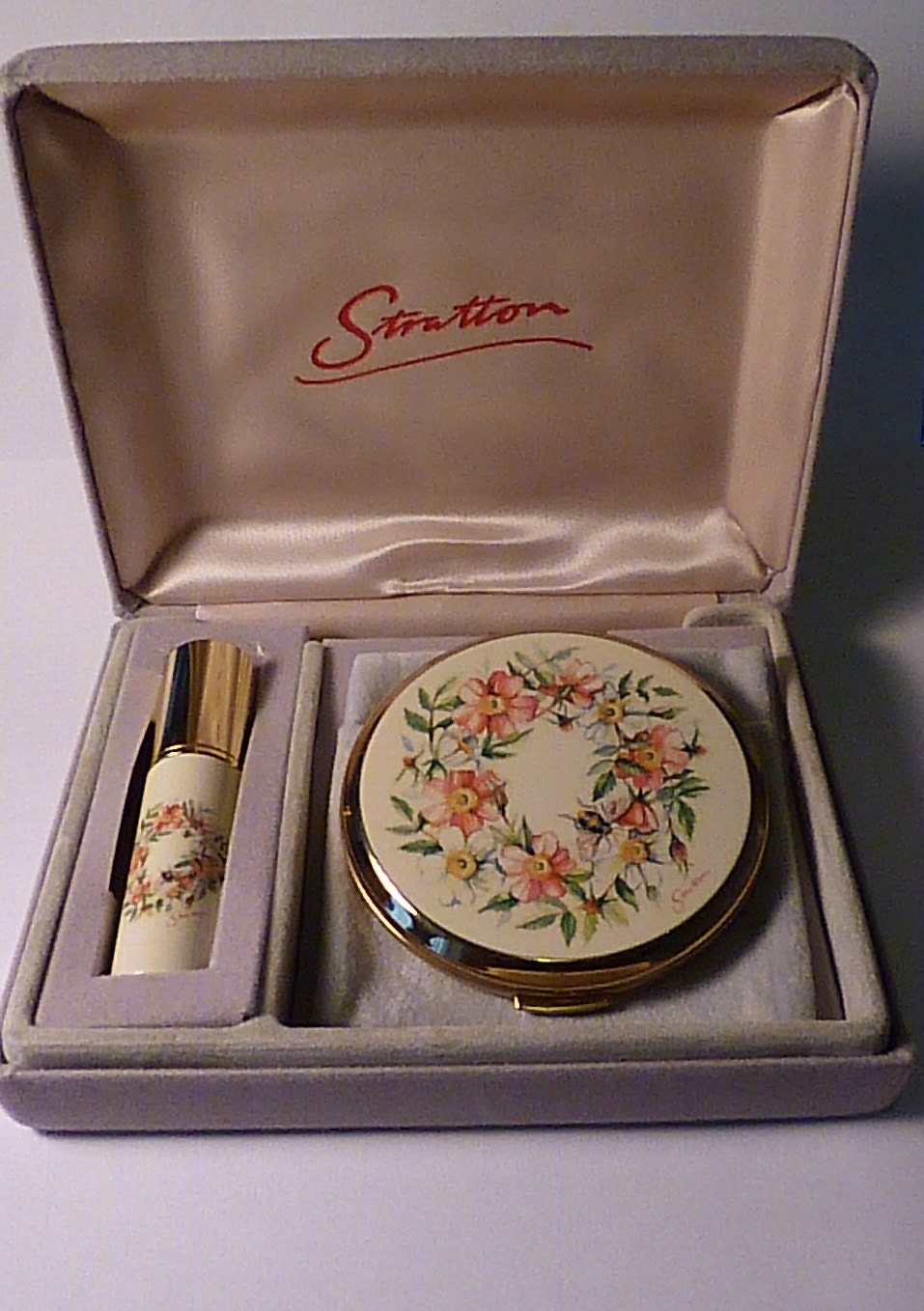 Unused compacts vintage Stratton set cased vintage Stratton sets vanity sets vintage vanity sets compacts powder compacts perfume atomizer