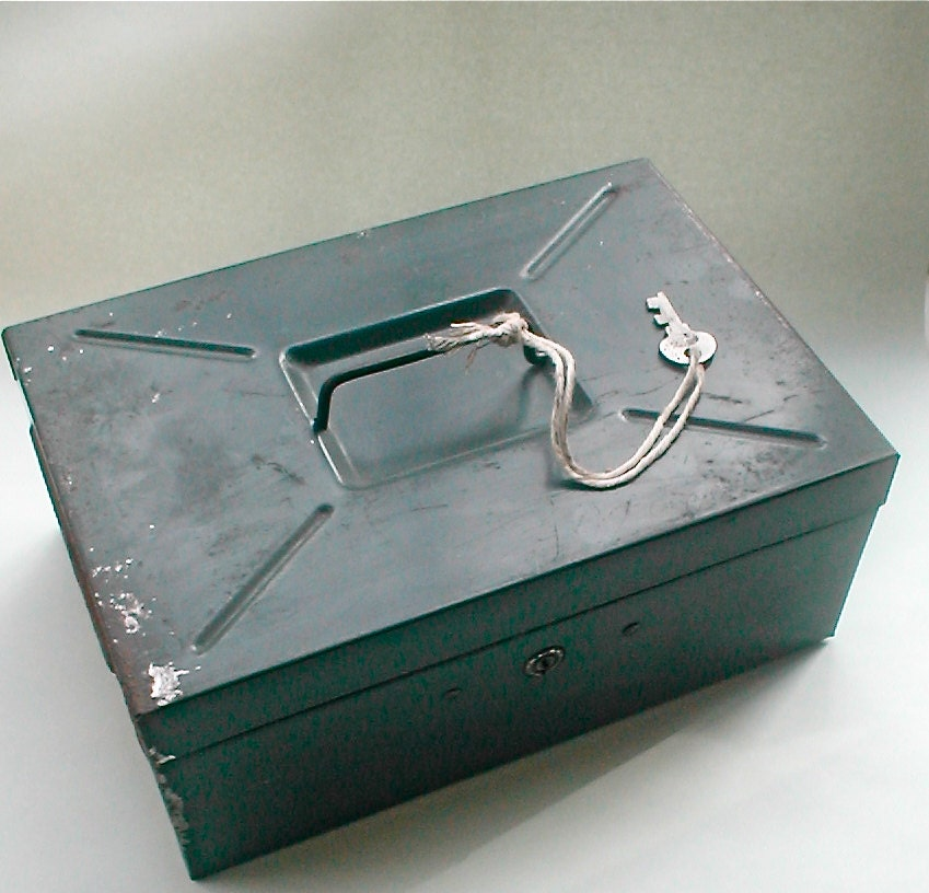 Silver plated monarchy jewelry box dieu et mon by for Dieu et mon droit royal crest silver plated jewelry box