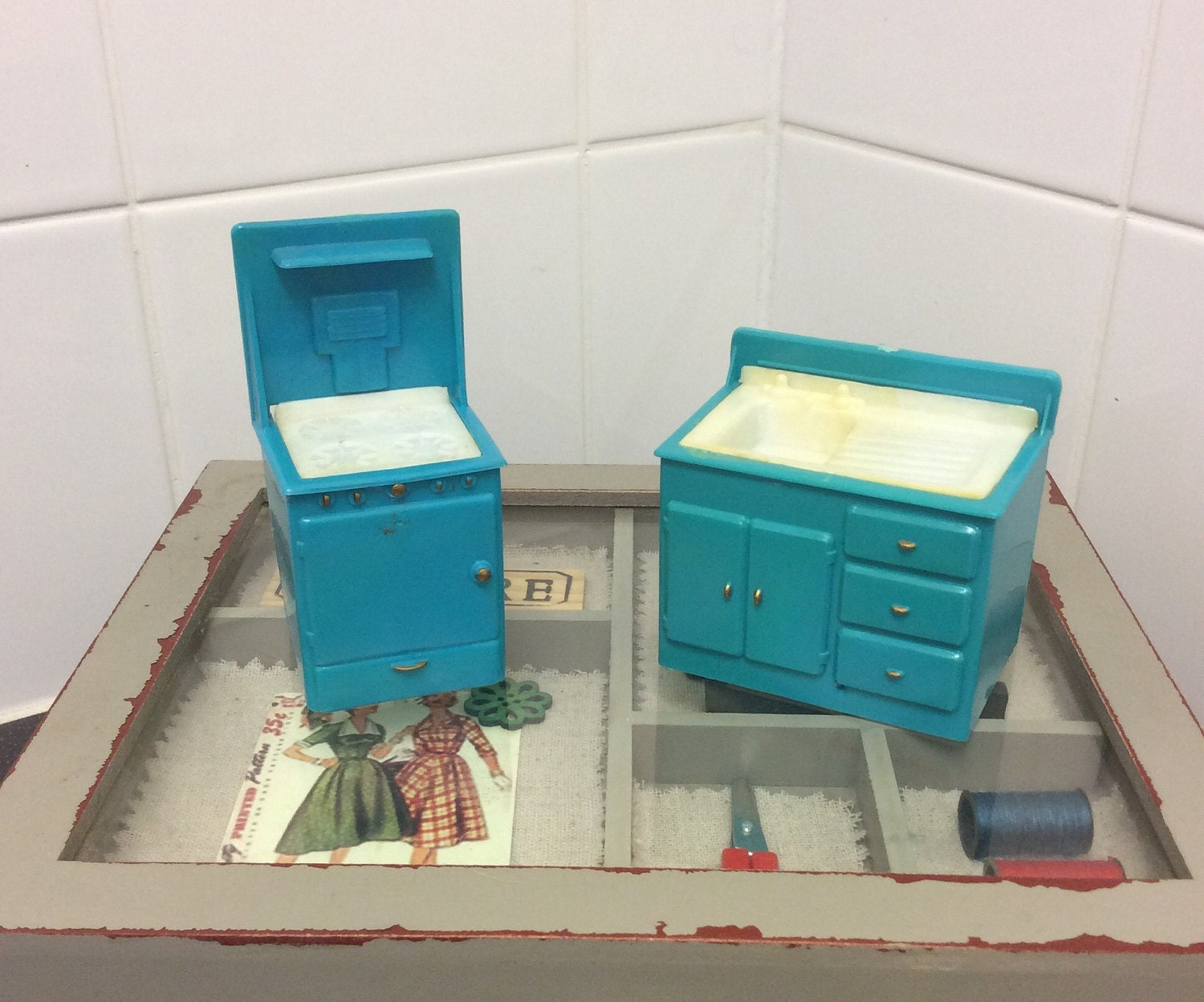 Vintage 1950s dolls house kitchen blue and white plastic cooker and sink unit midcentury modern miniature kitchen hob oven washing sink