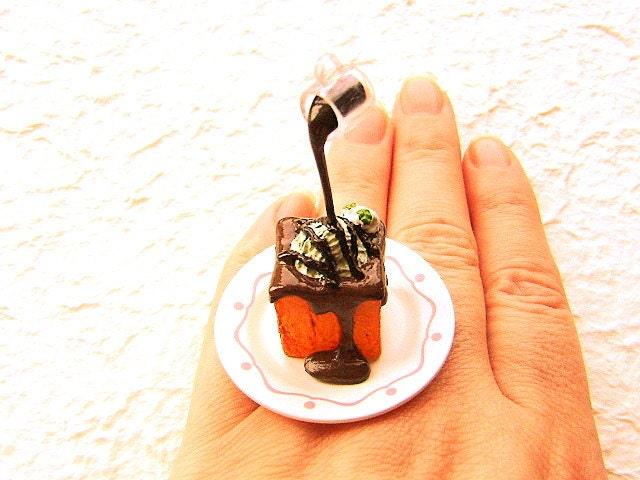 Шоколадным соусом Мороженое на хлеб плавающей японские кольца