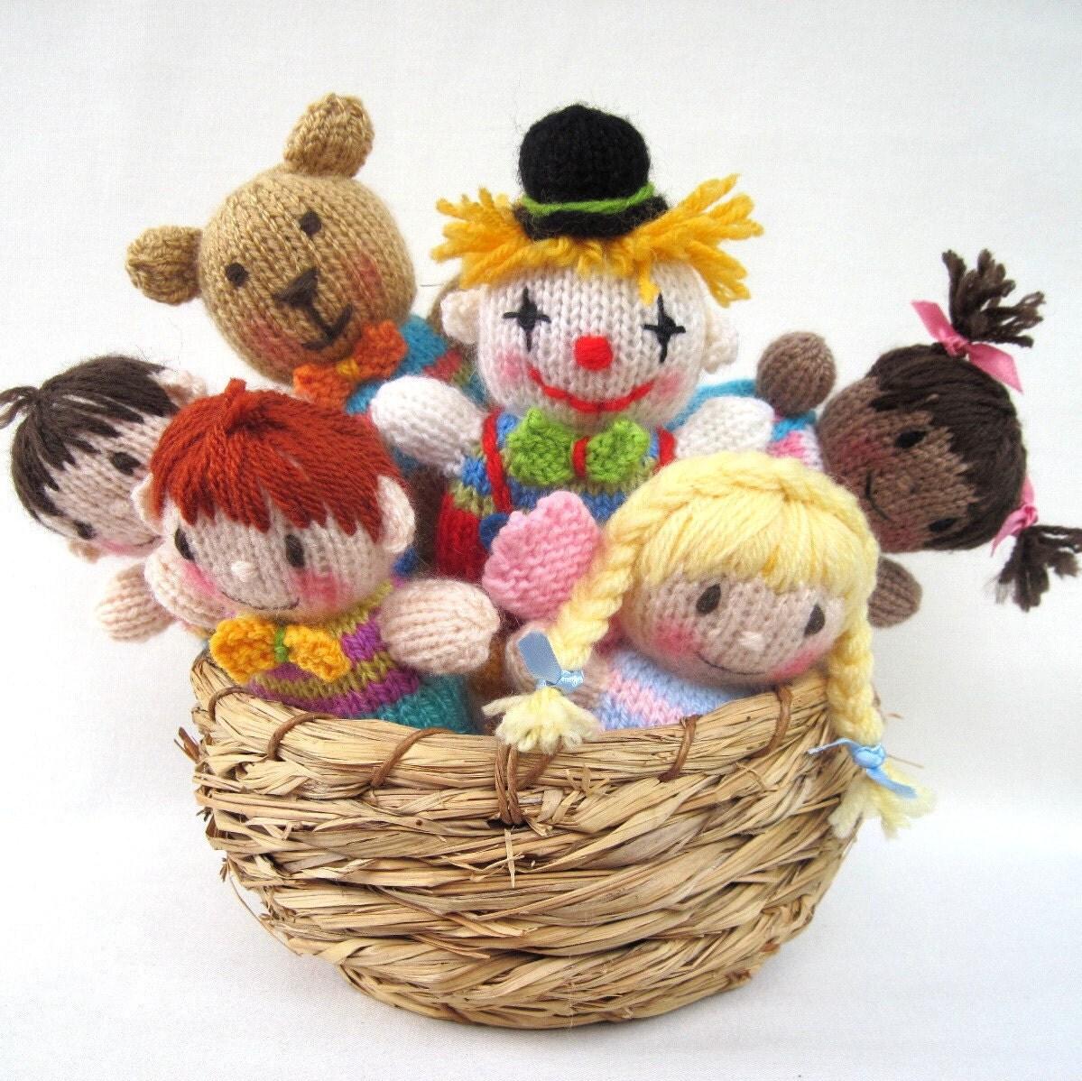 Toyshelf Tots - اسباب بازی دختران، پسران، پری، دلقک، خرس عروسکی - ایمیل الگوی PDF بافندگی