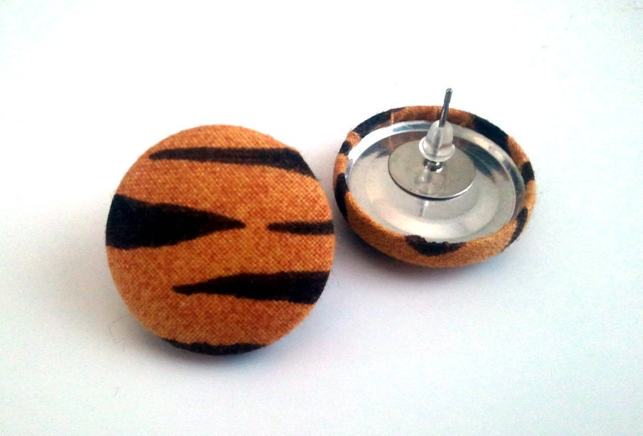 Brownish orange tiger stripes button earrings - ButtonUpp
