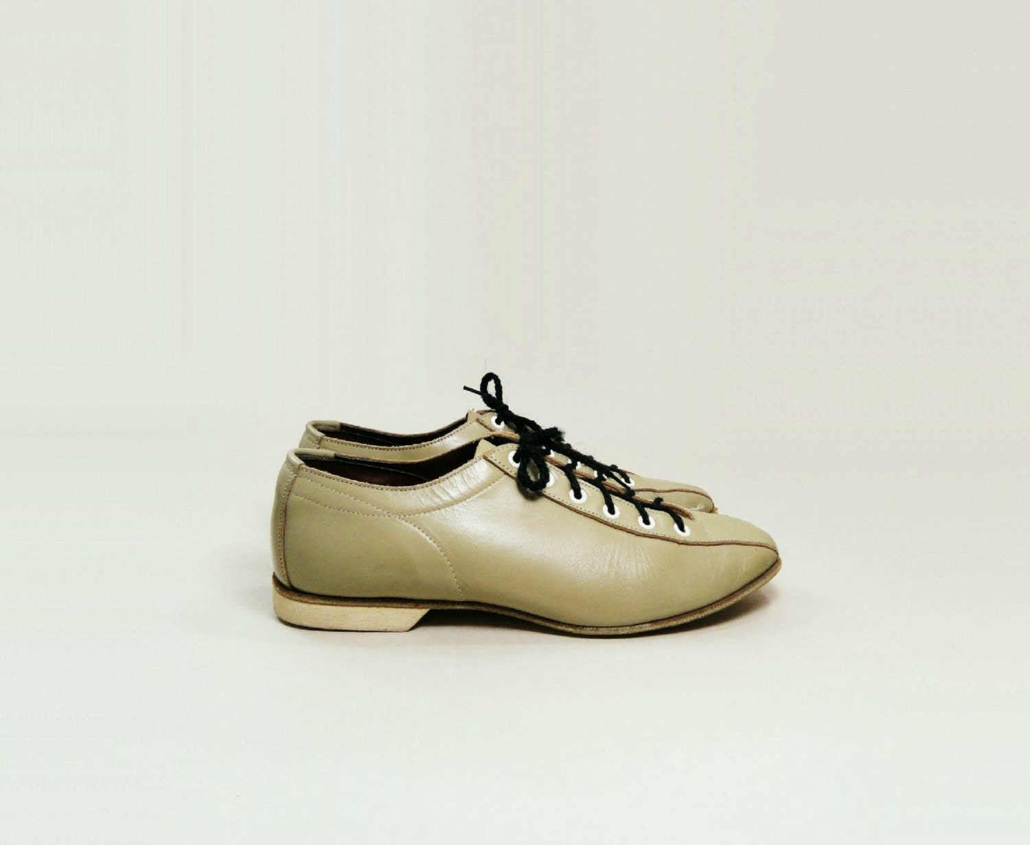 Vintage Bowling Shoes 1970s Olive Green Taupe Leather Flats Sz 7.5