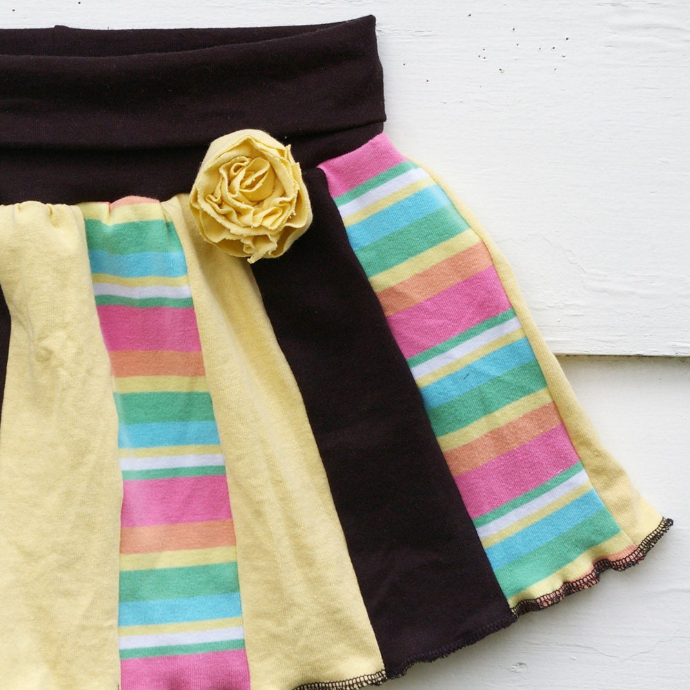 BTRT :: Recycled Tshirt Skirt : 'Ring Around the Rosy' w/ Detachable Rose Pin (Lollipop, size 5T 6T)