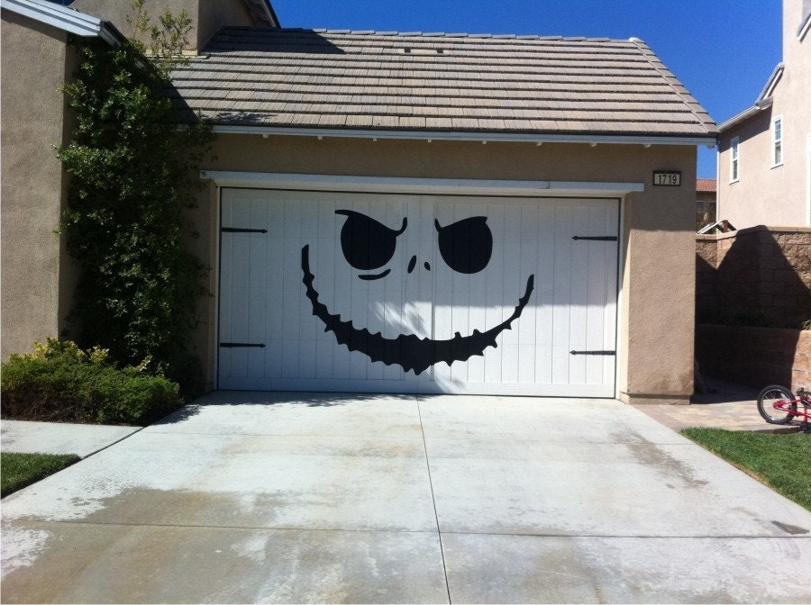 20 awesome garage door decals carrentals blog for Christmas garage door mural