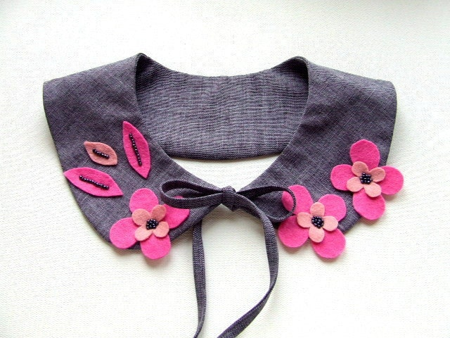 pink and grey collar