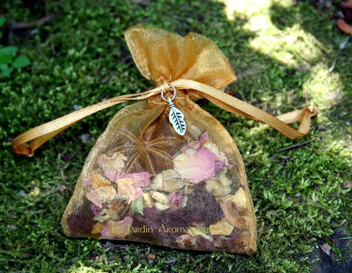 Charm bag. Mojo bag. Herb and resins blend for Luck, Good-luck charm, Gambling. - LeJardinAromagique