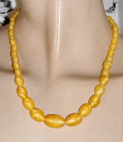 ART DECO YELLOW Satin coloured glass necklace