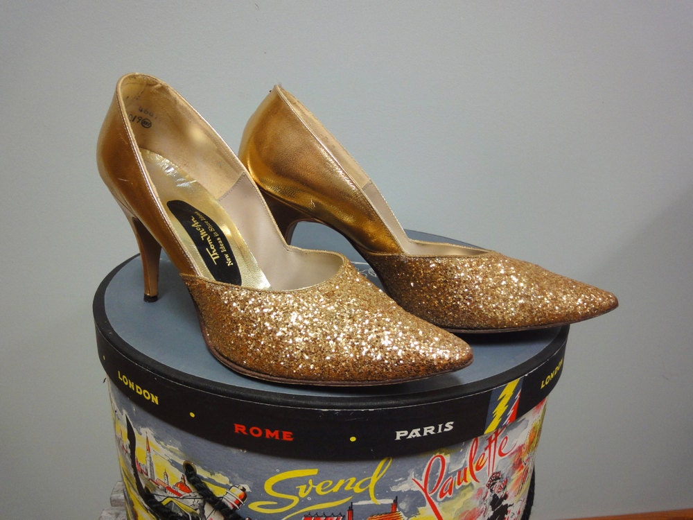 1960s Gold Glitter Pumps, Stiletto Spike Heels, Thom McAn, Pin Up Shoes, Bombshell Shoes - StelmaDesigns