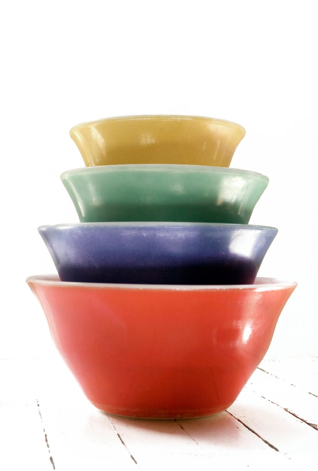 Vintage Set of MCKEE Primary Color Bell Shape Nesting Mixing Bowls - zenzhetty