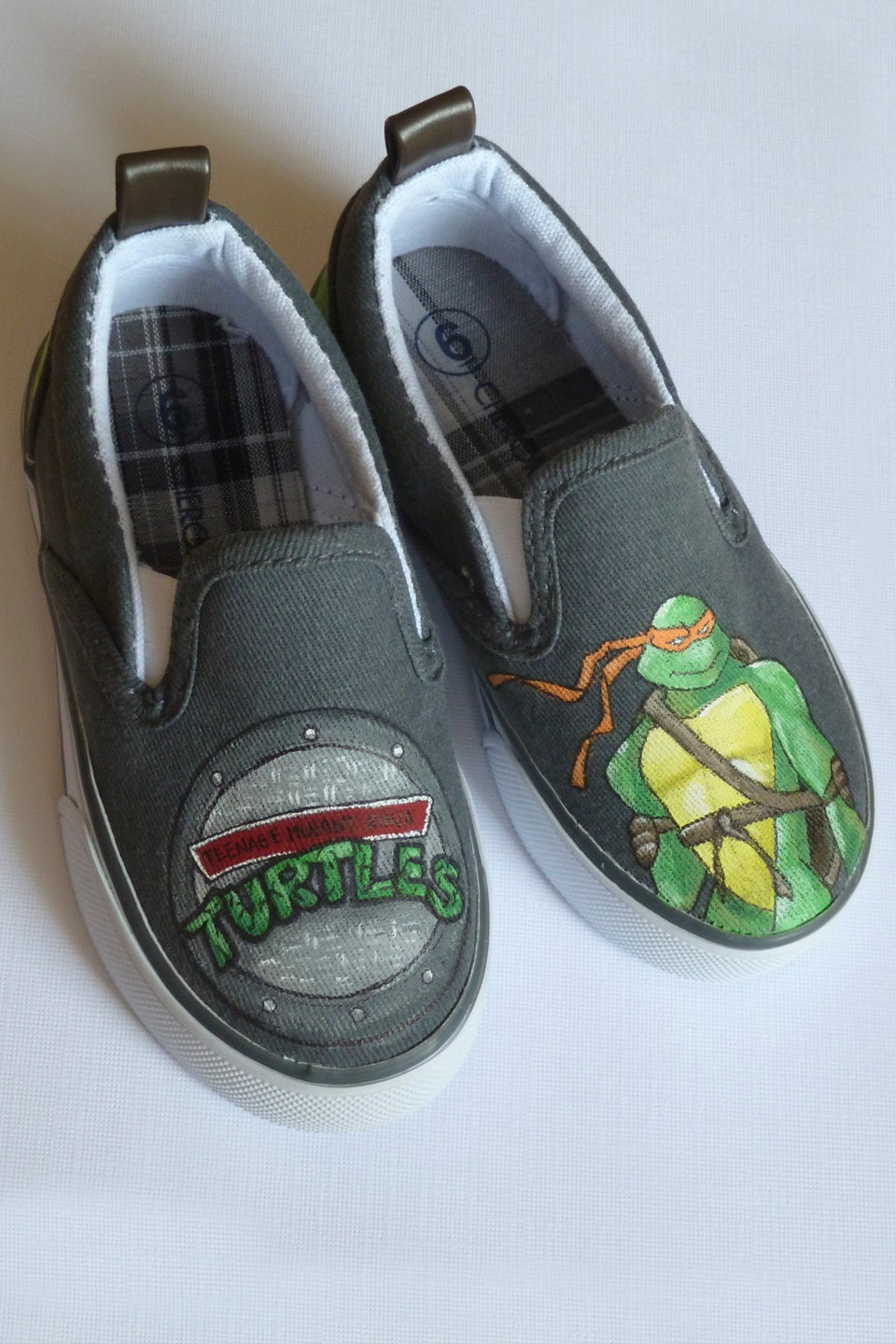 mutant turtles painted shoes by thebethslade