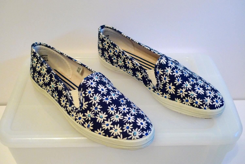 slip on tennis shoes for women