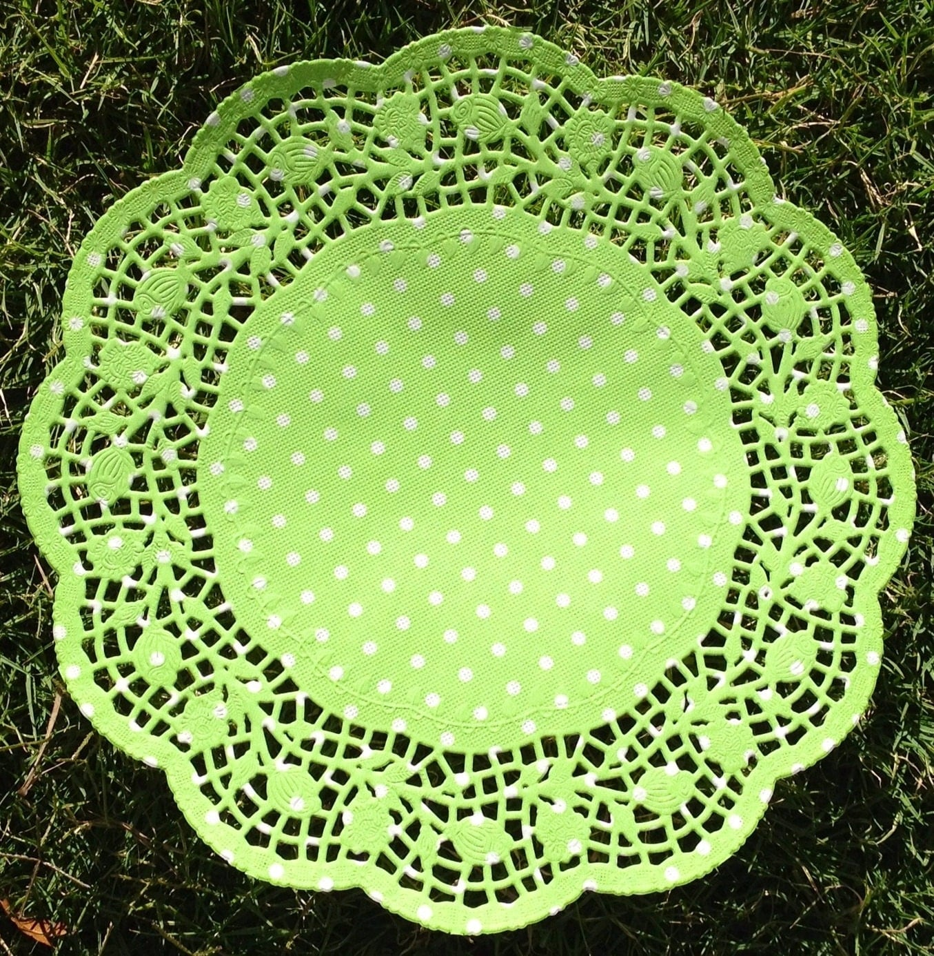 Green polka dot round paper doilies . 26.5cms (10.5 inch)