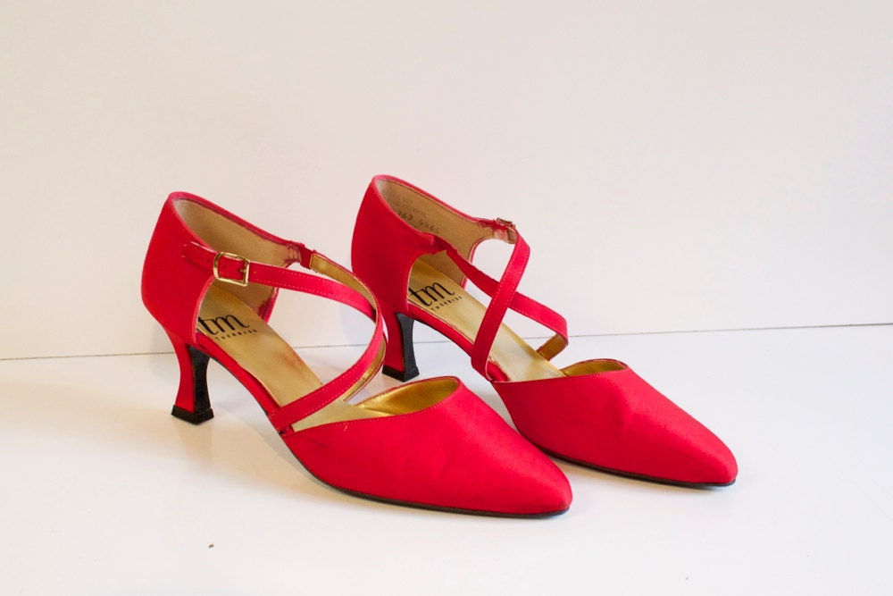Source url: http://www.etsy.com/listing/95221333/vintage-red-shoes-by