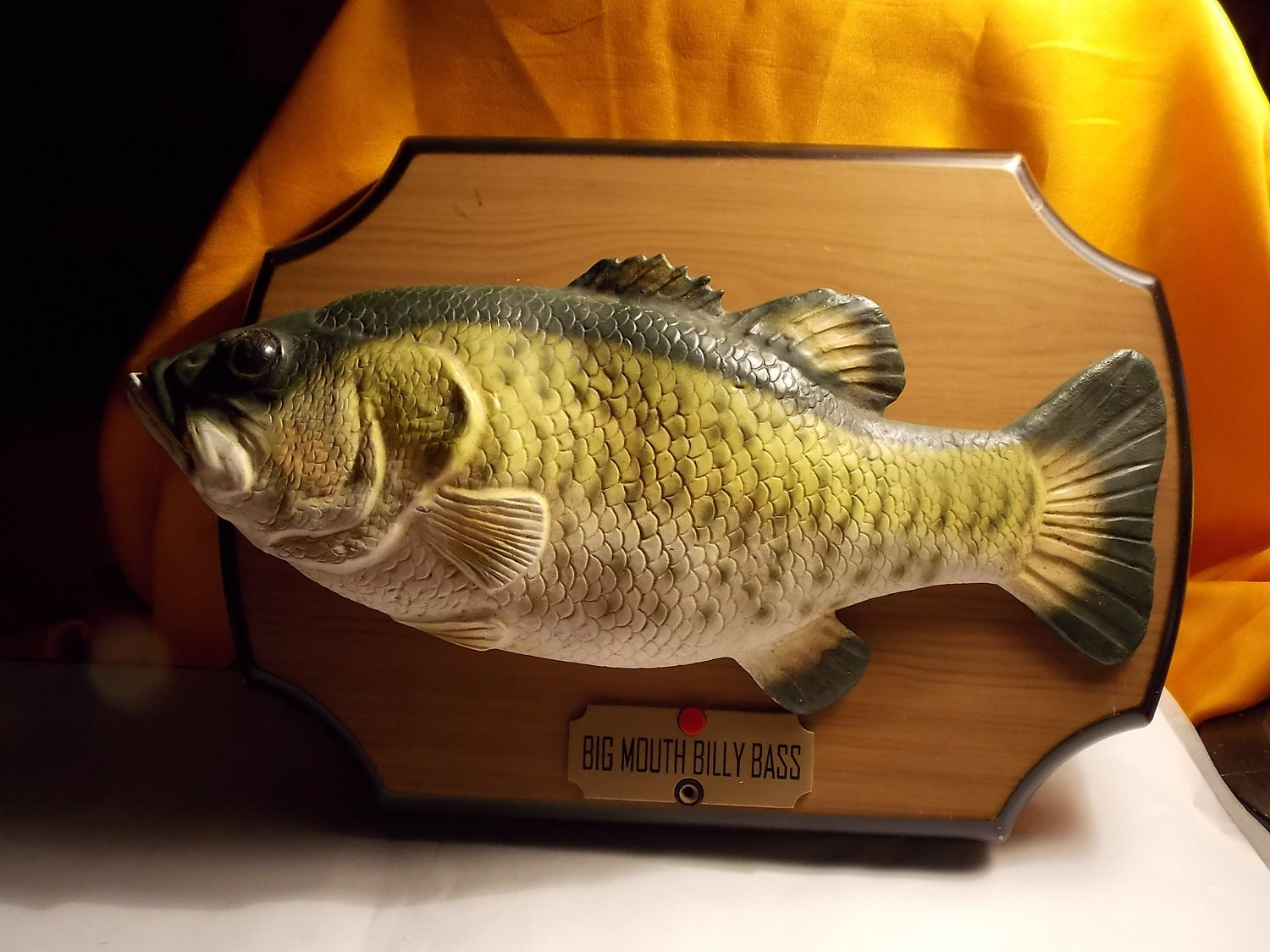 Big mouth billy bass animated singing fish on by for Dont worry be happy fish