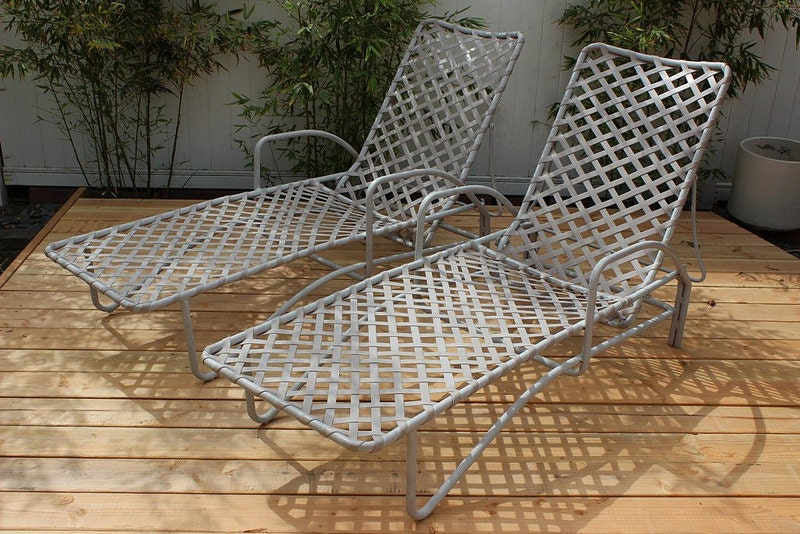 Pair of vintage brown jordan tamiami chaise lounges 1960 for Brown jordan tamiami chaise