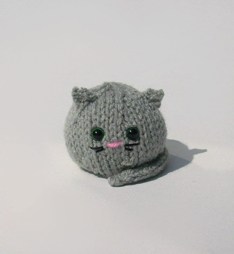 Knitted cat amigurumi gray fat kitty handmade by jarg0n on ...