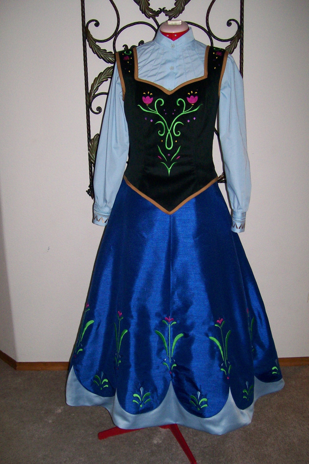 Anna Cape From Frozen | Party Invitations Ideas