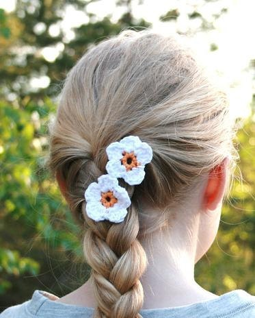 Relief - Crochet daisy hair pins (set of 2) - donated by AngelPearls - EuropeForCharity