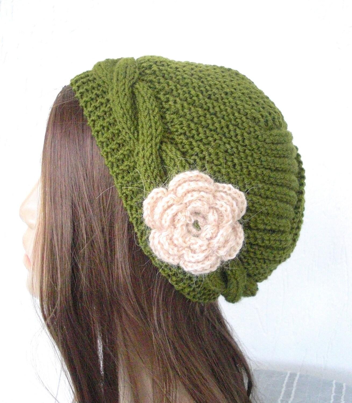 دست گره کلاه -- کلاه ویکتوریا در سبز سبز زیتونی با گل -- لوازم جانبی زمستان یکنوع عرقچین کوچک کهمحصلین برسر میگذارند مادر روز مادر از کریسمس هدیه -- پاییز پاییز
