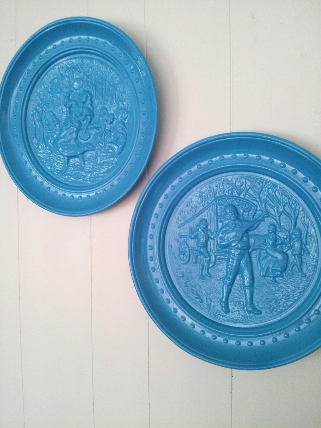 decorative plate wall hanging set of two plates turquoise. Black Bedroom Furniture Sets. Home Design Ideas