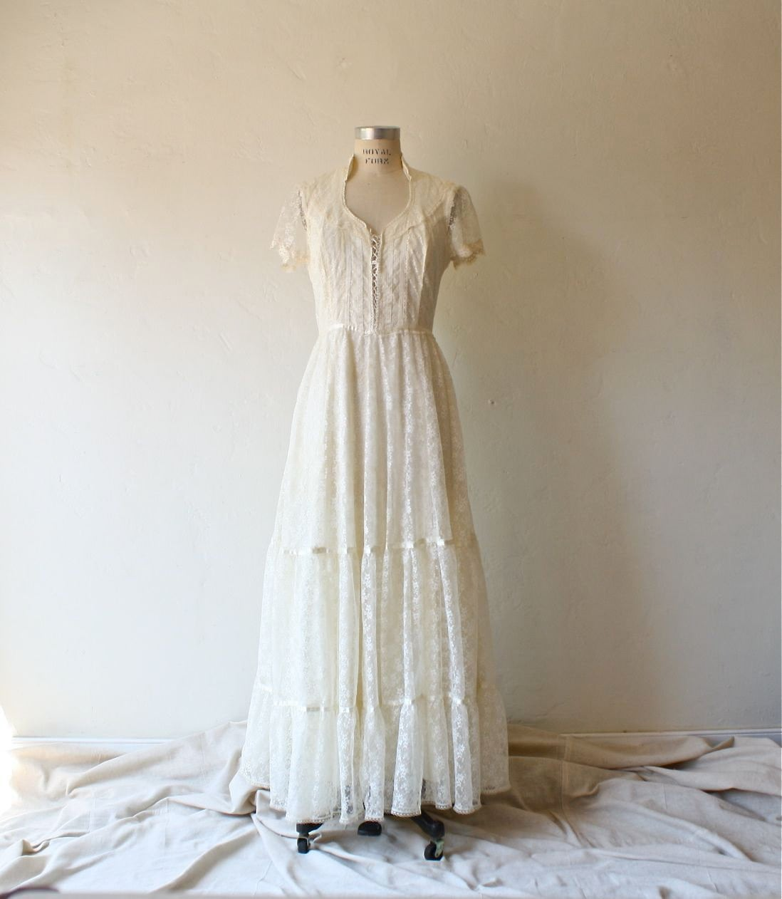 Reserved 70s gunne sax lace wedding dress by bohemiennes for Gunne sax wedding dresses