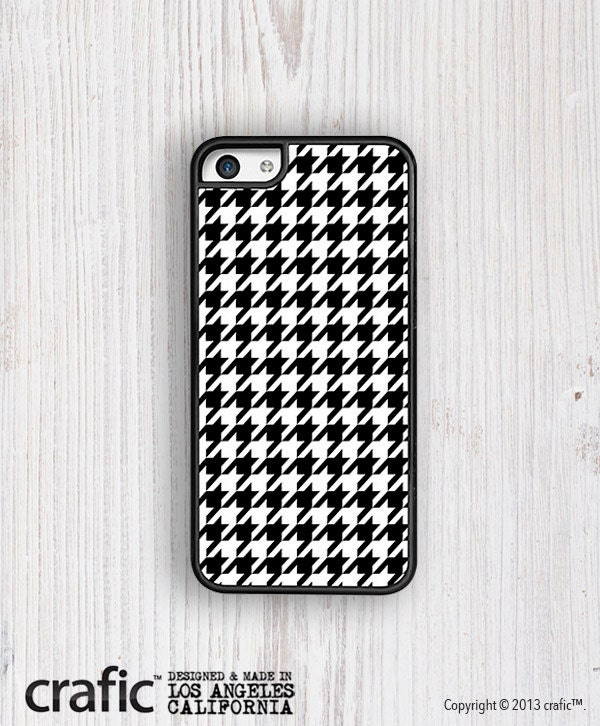 Items similar to White And Black Houndstooth iPhone 5C ...