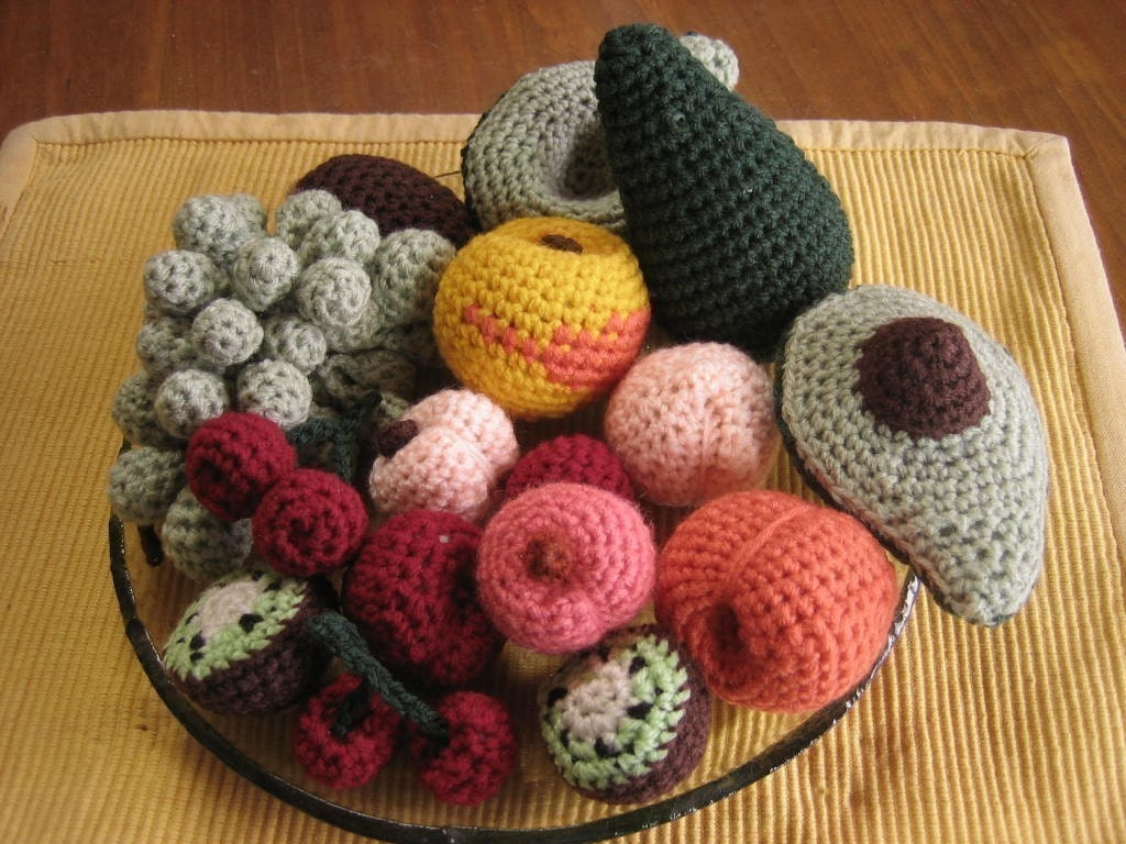 Ravelry: Fruit bowls/bread baskets pattern by Frances Powell