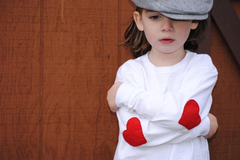 Ele usa seu coração na manga dos Namorados t-shirt