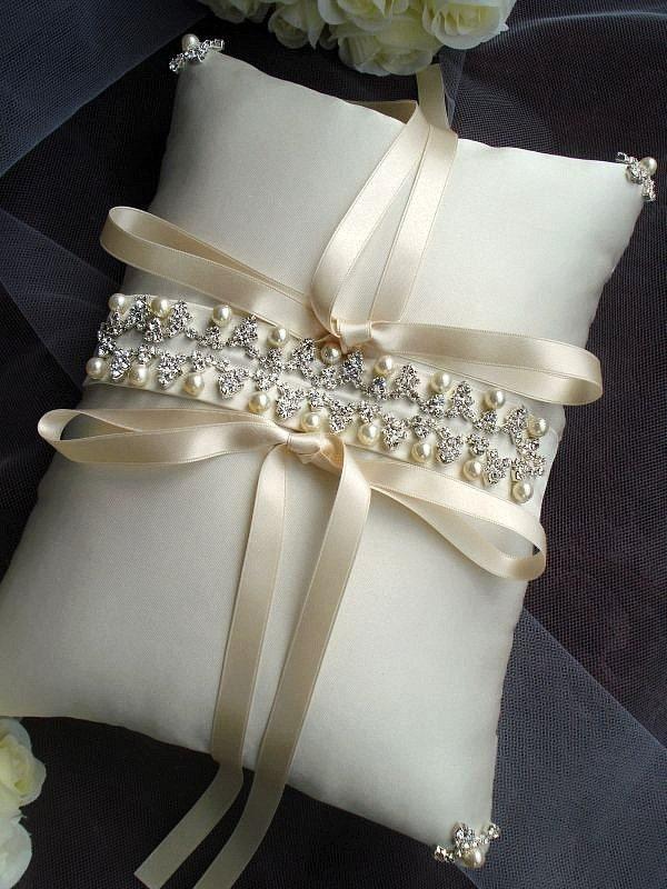 Айседора Rhinestone бисера Кот атласная кольцо предъявителя подушку
