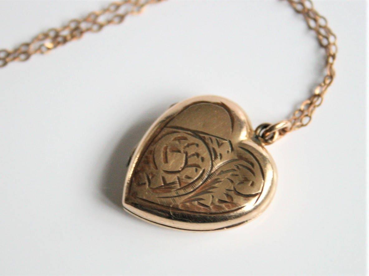 Rolled gold locket. Heart locket. Vintage locket. Shabby chic locket. Vintage jewelry