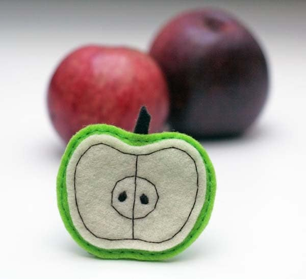 Felt brooch in green & light green. Felt fashion. Apple, fresh, fruit. Autumn, cinnamon - EttarielArt