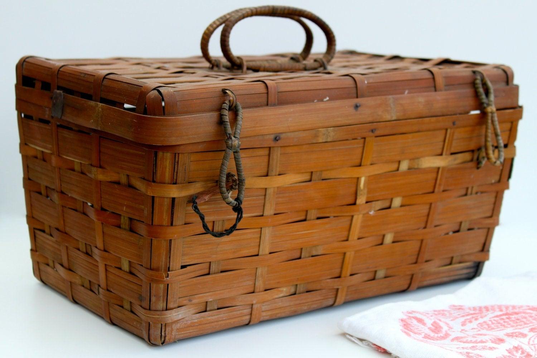 Vintage basket - vintagelinensplus