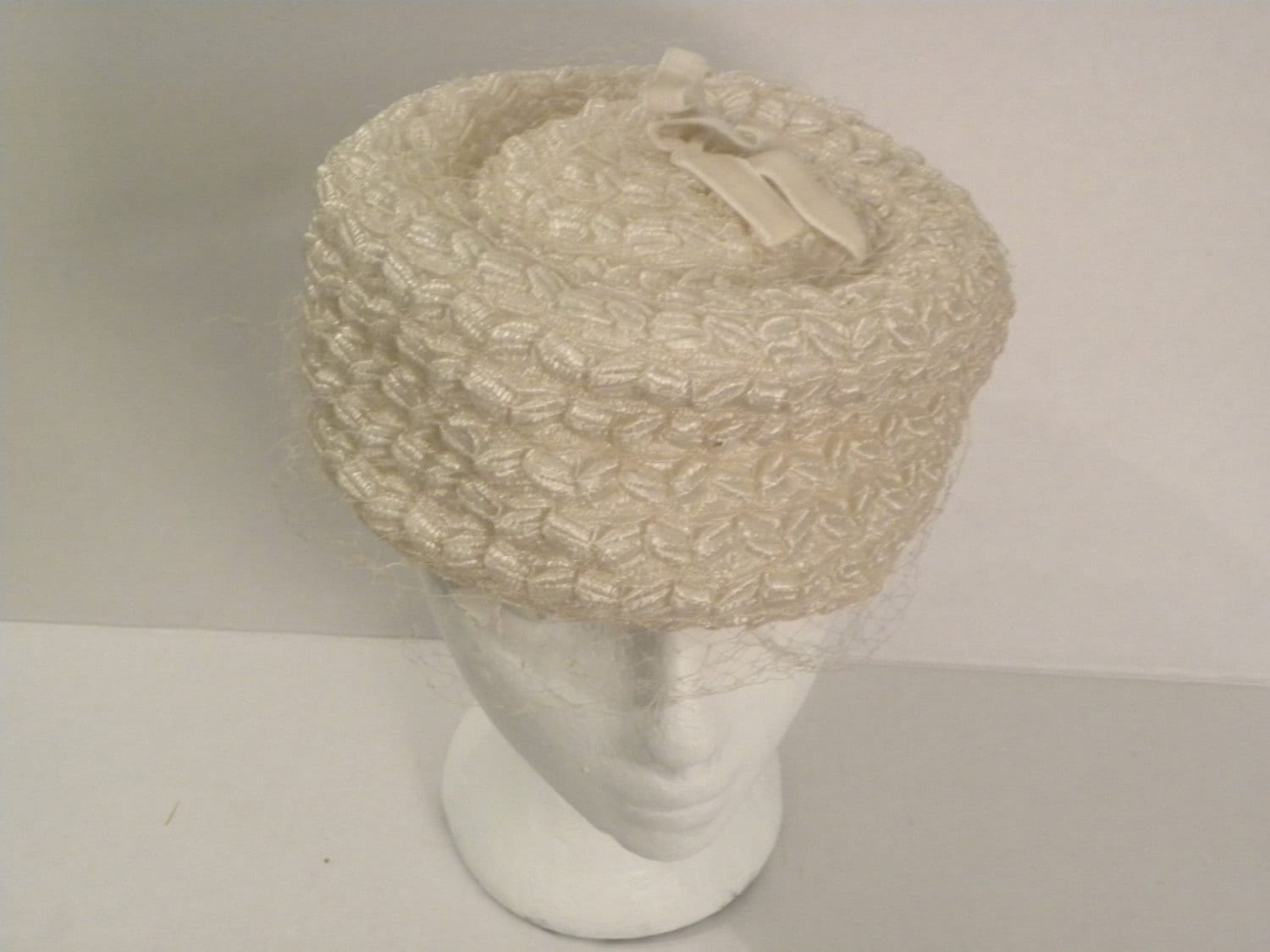 White Netted Pillbox Hat - KaysCuriosities
