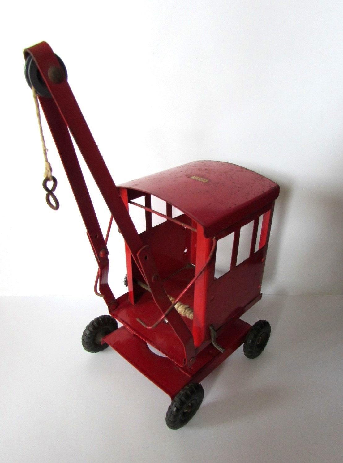Vintage Childrens TRIANG Red Metal Tin Crane Toy Vehicle Wind Up Winch Swivel Base  Very Rare   MEMsArtShop.