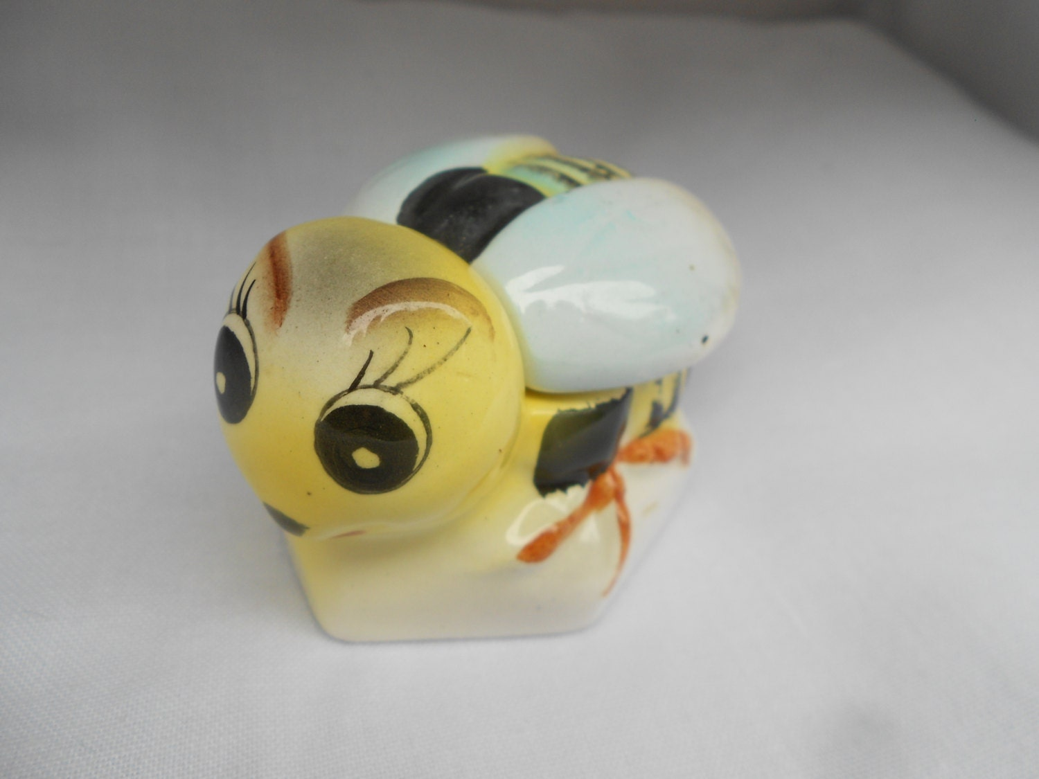 Vintage Yellow Bee Honey Pot/Bowl - FionaRoseVintage