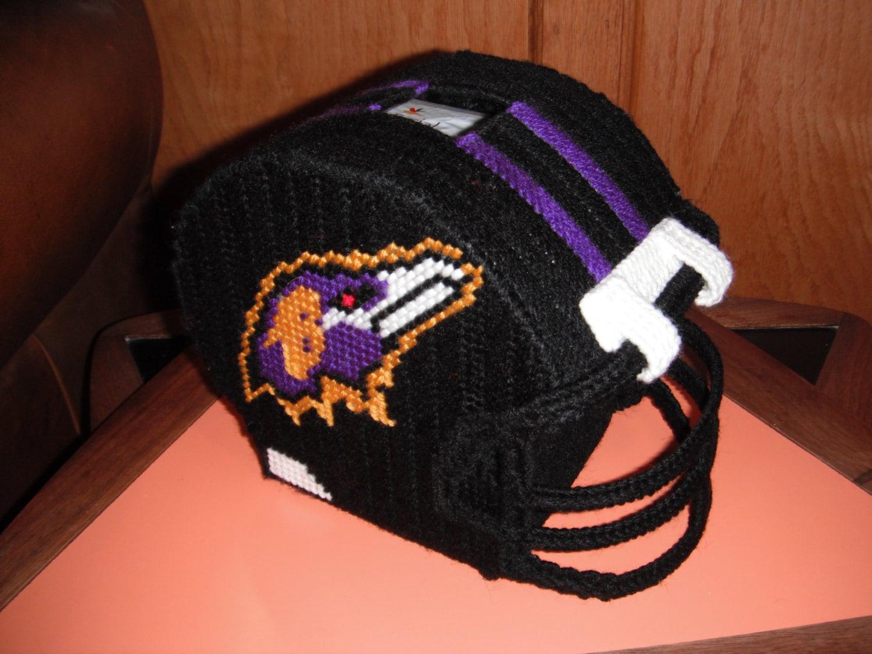 foto de Items similar to Plastic Canvas Ravens Football Helmet Tissue Box Cover on Etsy