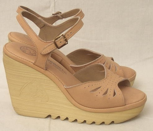 70s vintage wedge sandals 6 by freestylecollection