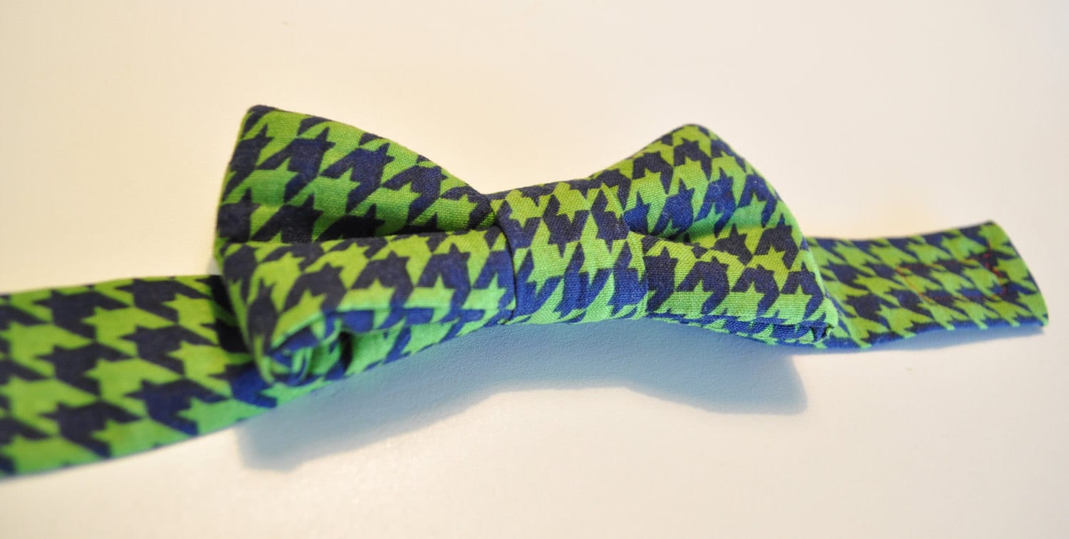 Boys pre-tied bow tie, Green and Navy Houndstooth