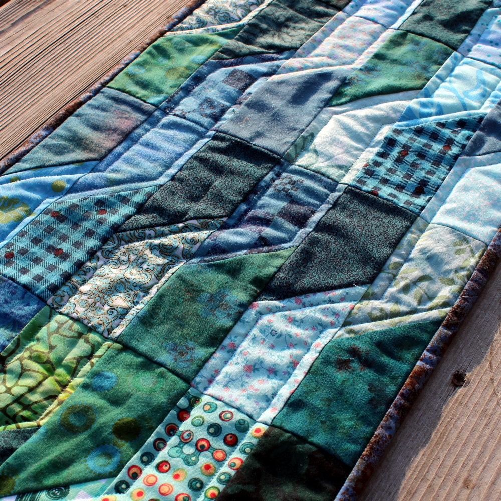 Quilted Table Runner Ocean Waves - PersimonDreams