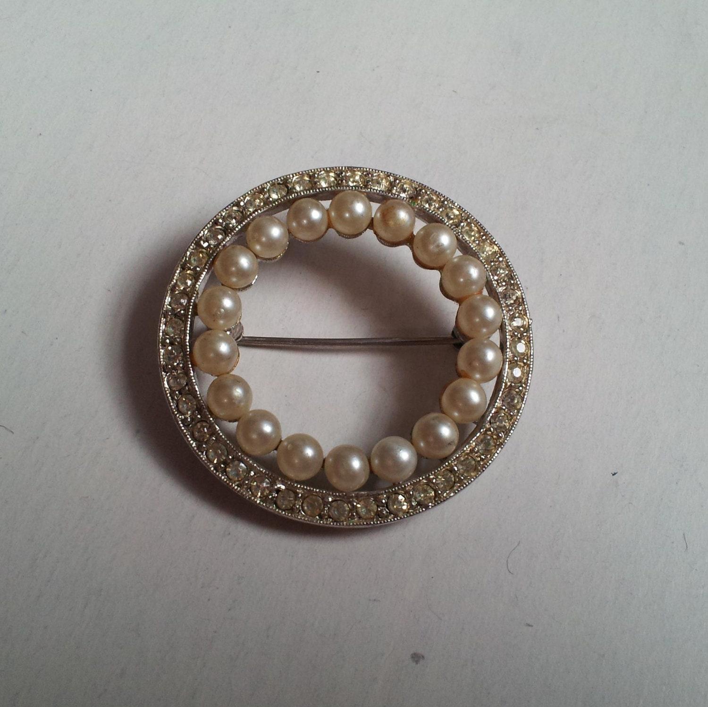 Pearl & Rhinestone Brooch/Pin - SimplyMabh