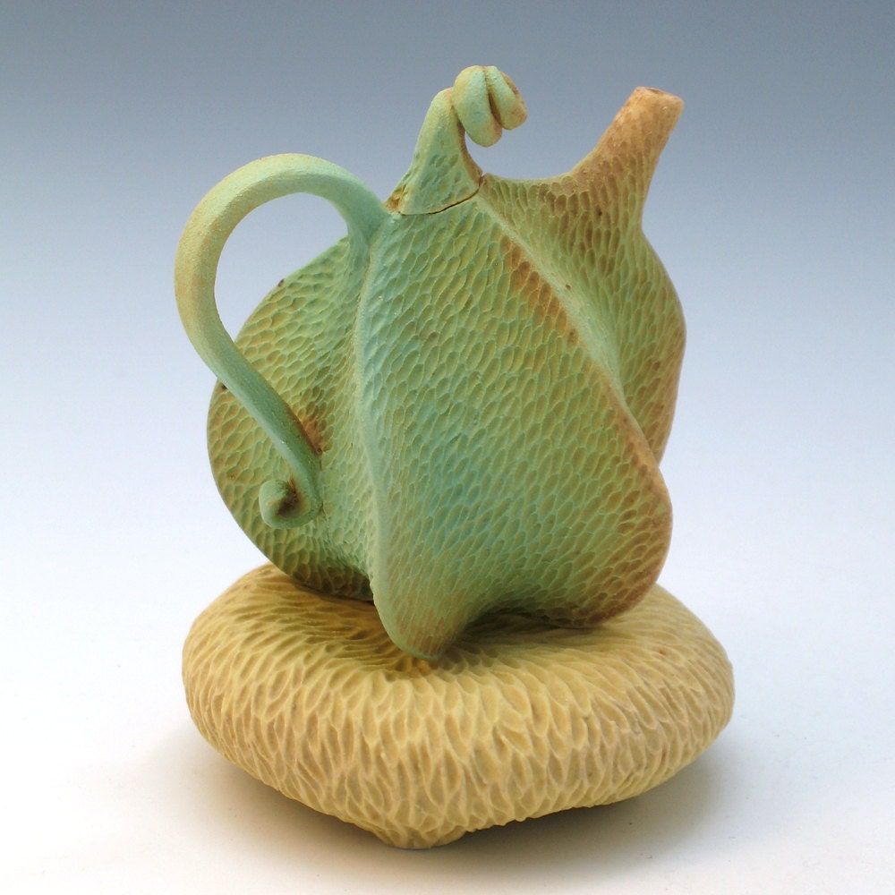 Green carved porcelain teapot - robertapolfus