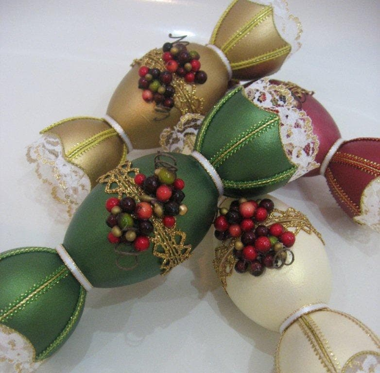 Christmas crackers made out of real goose eggshell - EggArtbyClaudia