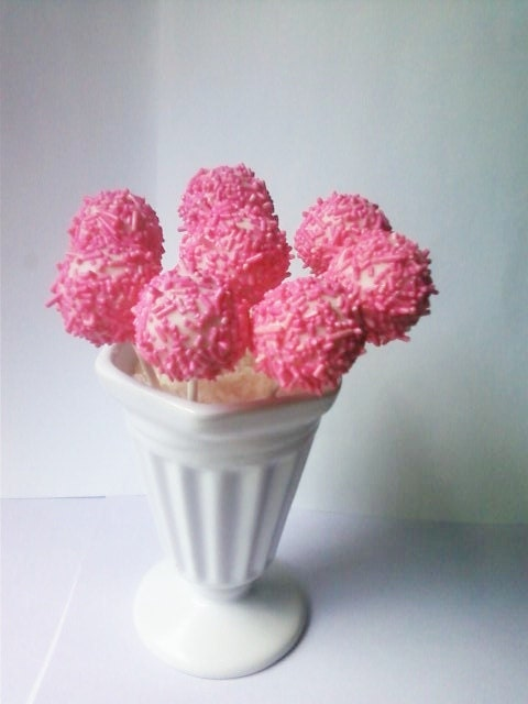 Pretty in Pink Cake Lollipops - LoveSweetChocolate