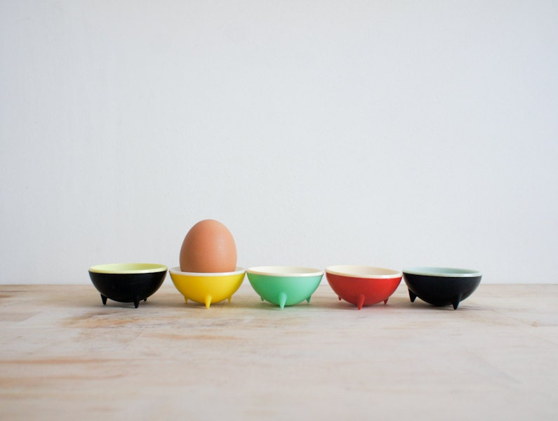 french mid century modern egg cups, set of 5 plastic coloured cups - FrenchAtticFinds