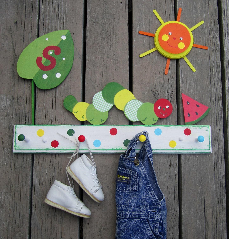 Голодные Одежда Caterpillar Стойка Пальто Дети Керамика Barn Вдохновленный горошек экологию древесины Персонализированные по Storytime АРТ