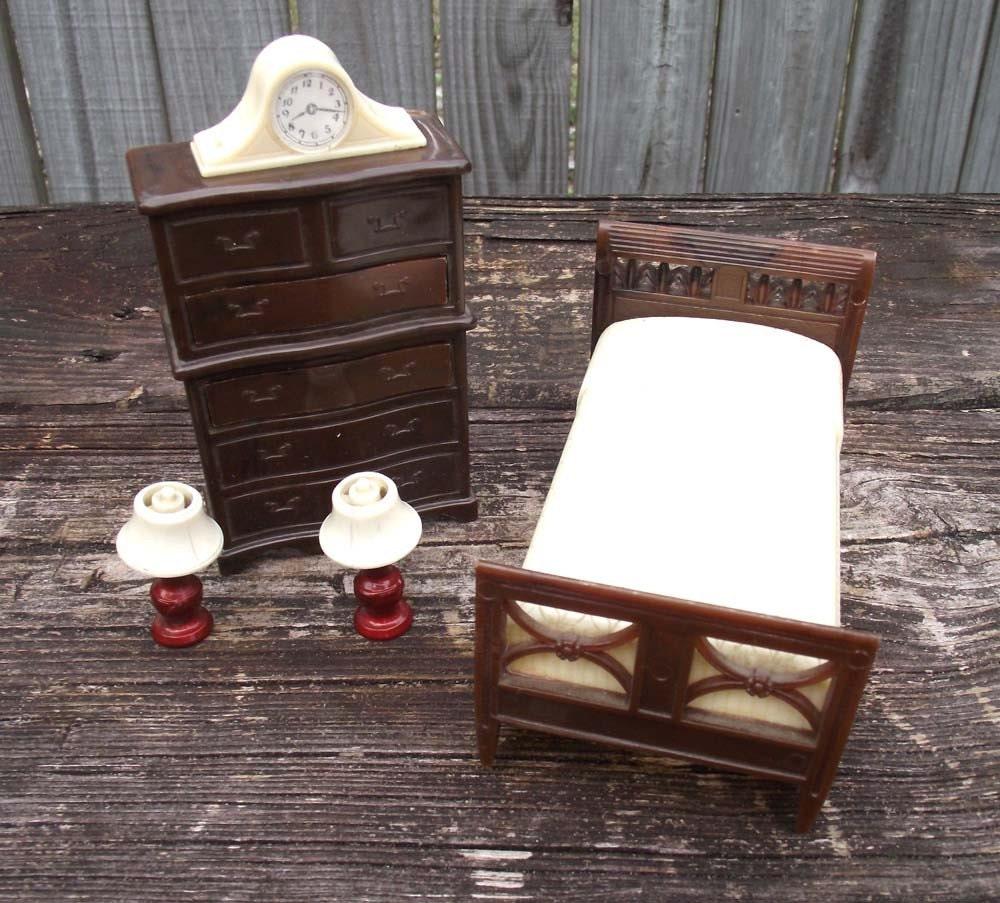 Vintage Renwal Bedroom Doll House Furniture