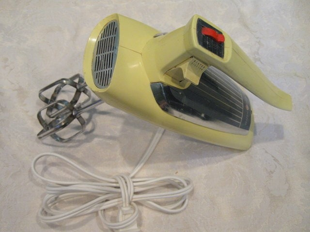 Retro yellow ge hand mixer 1960 39 s by funvintageliving on etsy for General electric mixer vintage