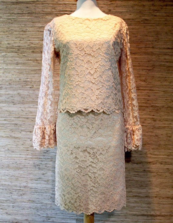 Chic Mad Men 1960s Nude Lace Jackie O 2 pc. Suit Dress w/ Pencil Skirt XS 24