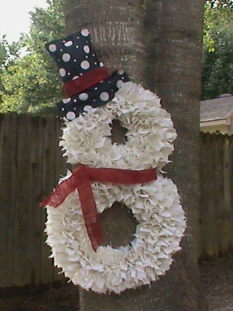 Winter burlap wreath white stan the snowman black by fancyx for Snowman made out of burlap